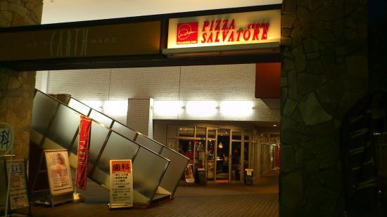 Pizza Salvatore Cuomo Center Minami