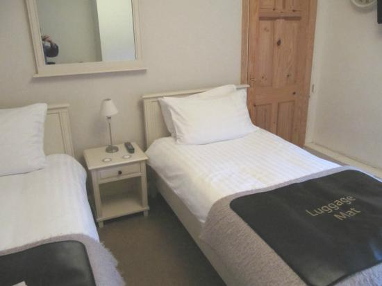 Cotesfield Farm: Our twin-bedded room