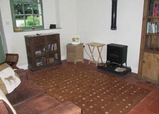 Cotesfield Farm: Communal sitting room - ideal if wet!