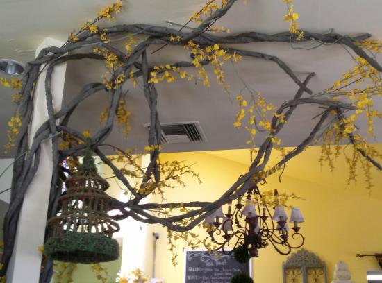 Rolling Hills Estates, Kalifornien: Yellow Vase Ceiling