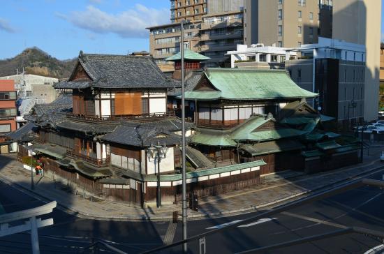 Yu Shrine: 湯神社のある高台から見た本館