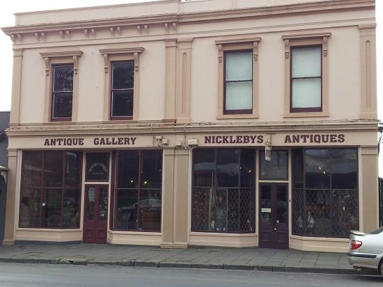 ‪Nickleby's Antiques‬