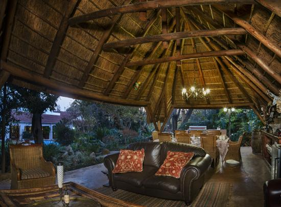 The Oasis Boutique Hotel: Outside Lapa