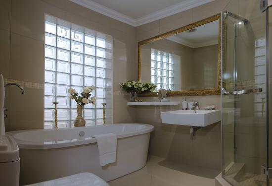 The Oasis Boutique Hotel: Superior Luxe Bathroom