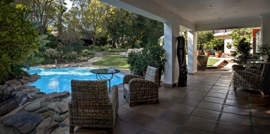 The Oasis Boutique Hotel: Main Patio