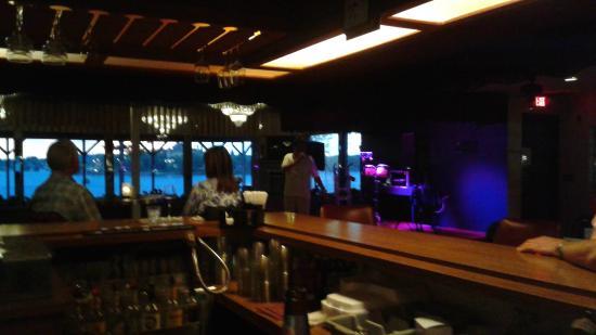 Bonnie Castle Resort: Riverside Bar live entertainment