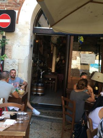 Ristorante Osteria Dal Cavaliere: View from outside table of the Restaurant