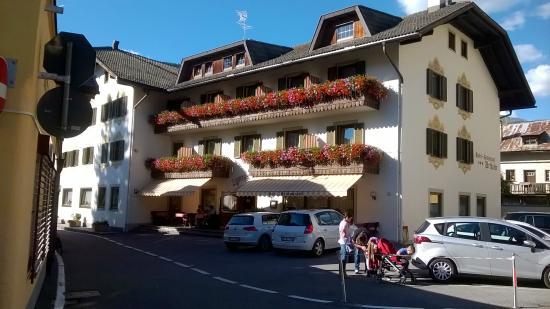 Hotel Urthaler: Hotel dalla base del campanile