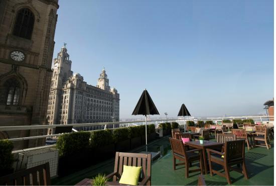 Mercure Liverpool Atlantic Tower Hotel: Terrace -2nd floor