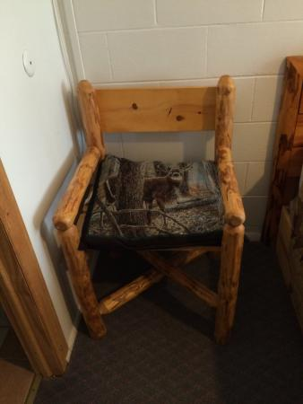 Elk Antler Inn: We stayed 1 night and the room was clean, comfortable, very affordable and we would absolutely s