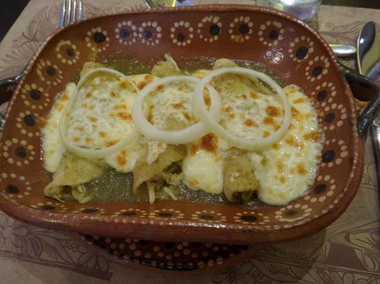 La Mexicana: enchiladas