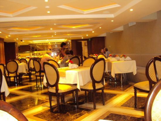 تيليا هوتل: restaurant