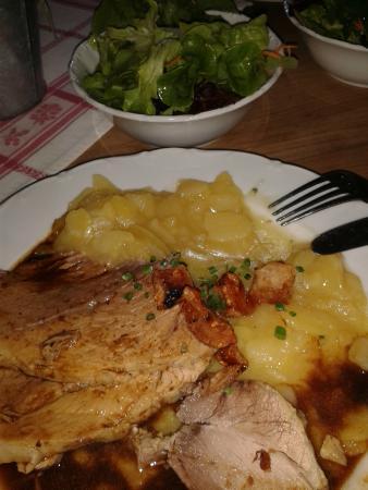Berggasthaus Haldenhof: Schweinebraten mit Kruste und Kartoffelsalat extra lecker