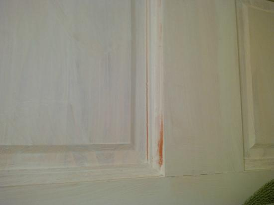Bay Leaf Cottages & Bistro : single coat of door paint failure