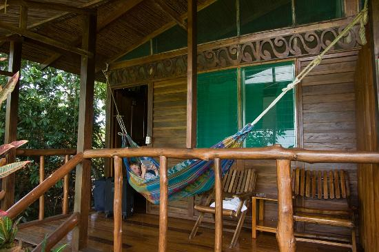 La Ensenada Lodge: hangmat op de veranda