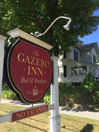 The Gazebo Inn: Arrival sign