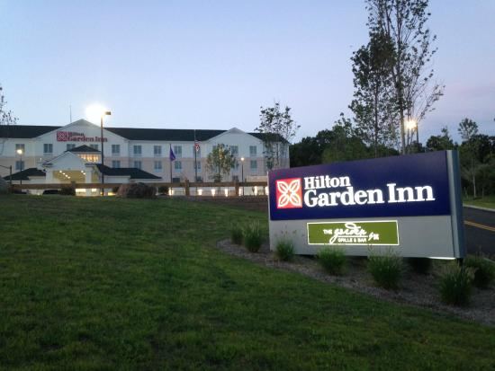 Exterior picture of hilton garden inn wayne wayne for Hilton garden inn wayne nj