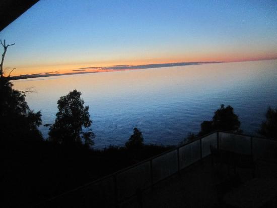Chateau LeVeaux on Lake Superior: sunrise view