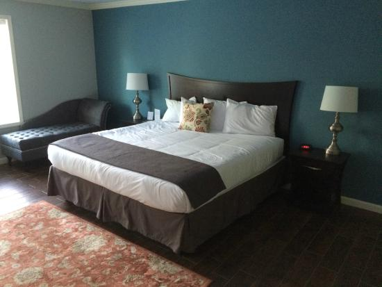 The Dahlonega Square Hotel & Villas : King Size Room at Dahlonega Square Hotel