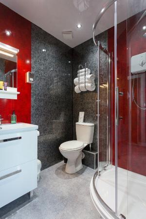 The Bromley: Penthouse Bathroom