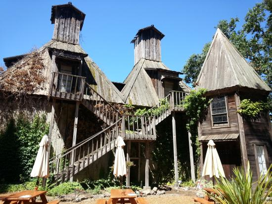 Forestville, Kaliforniya: Original building at Russian River Vineyard