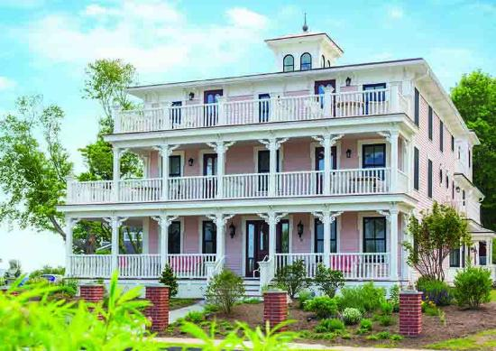 ‪سايبروك بوينت إن آند سبا: Three Stories Guest House at Saybrook Point Inn‬