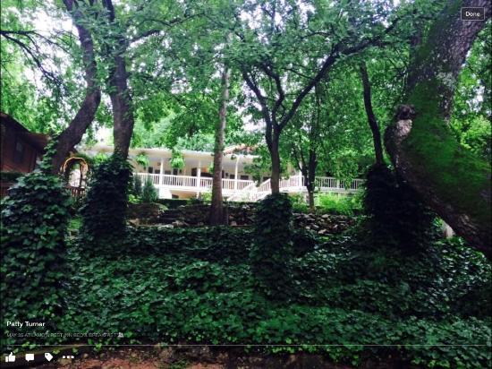 Lamb's Rest Inn: Back garden