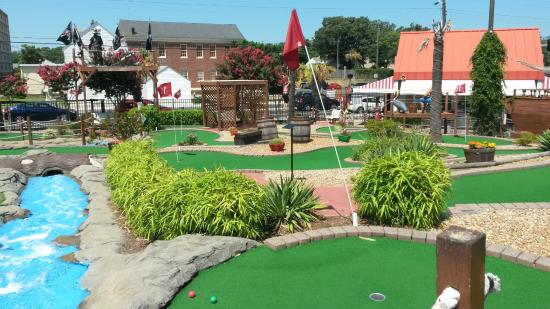 ‪Pirate's Paradise Miniature Golf‬