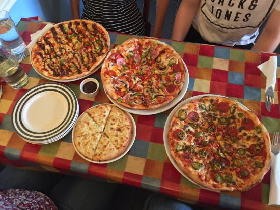 Rossi's Pizzeria: photo0.jpg