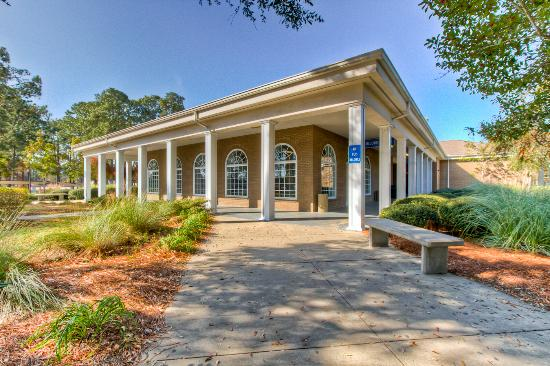 Golden Isles Welcome Center: getlstd_property_photo