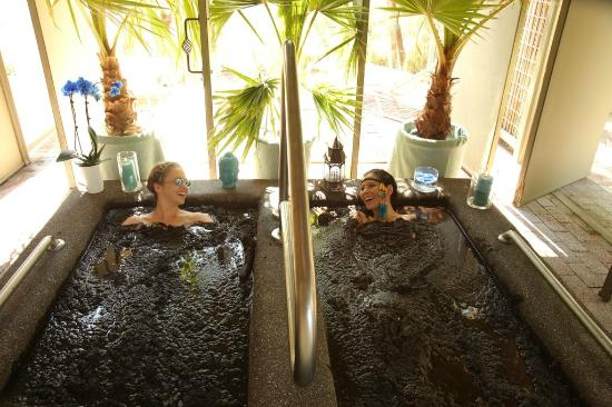 Two Bunch Palms: Mud Baths