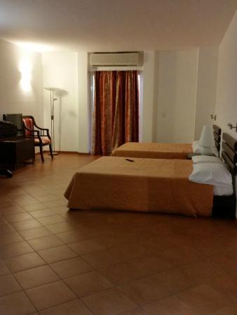 Hotel RDG: Amplia y confortable habitación