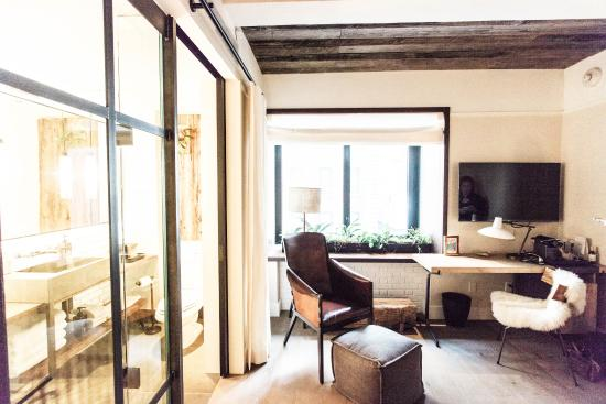 Foyer Room Traduzione : Hotel central park s room view of window from