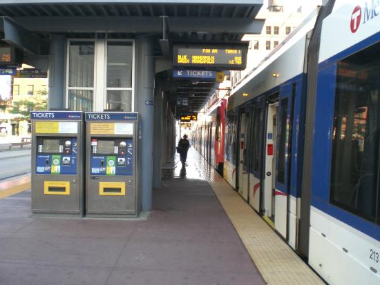 METRO Blue Line: Vending machines - buy your tickets here