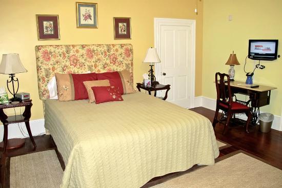 The Kerr House B&B: The Magnolia Room