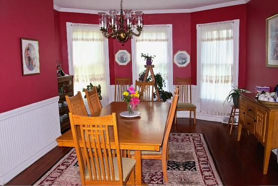 The Kerr House B&B: The Dining Room