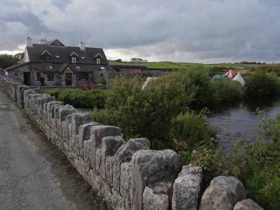 Aille River Hostel: Außenansicht