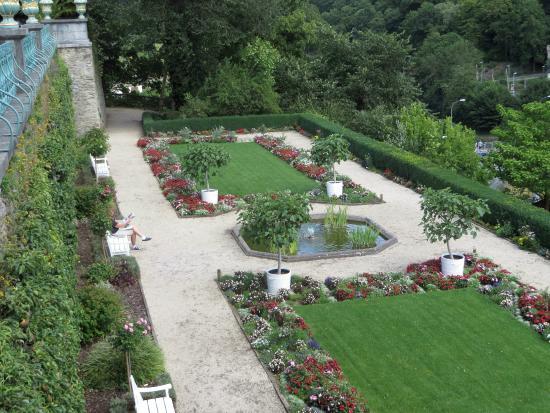 veduta di un altro terrazzamento dei giardini - Bild von Schloss ...