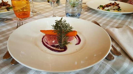 walser schtuba: carota al ginepro su battuta di vitello