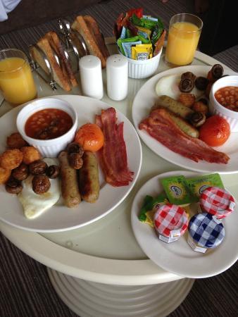 Room service breakfast bild fr n mercure aberdeen for 10 14 union terrace aberdeen ab10 1we