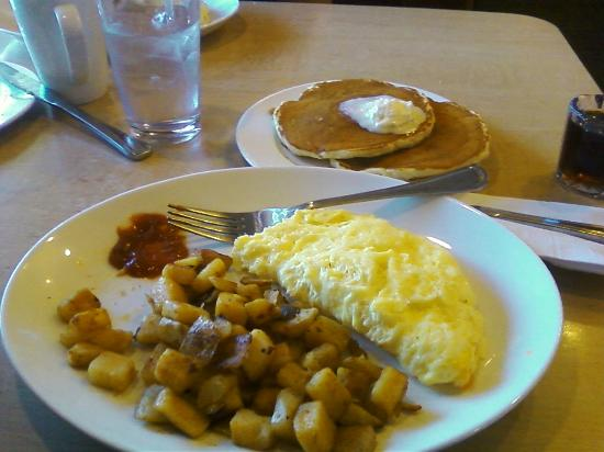 Coco's: Cheese Omelette w/pancakes