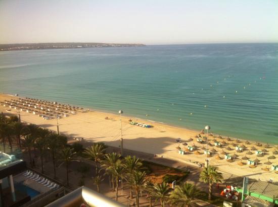 Apartamentos Pil-lari Playa: Magnifique vue de la chambre