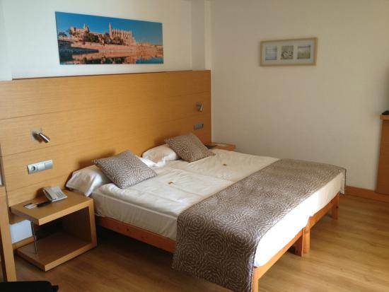 La chambre famille bild von apartamentos pil lari playa for Chambre de la famille
