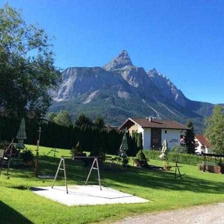 Hotel Ehrwalderhof: View from the garden