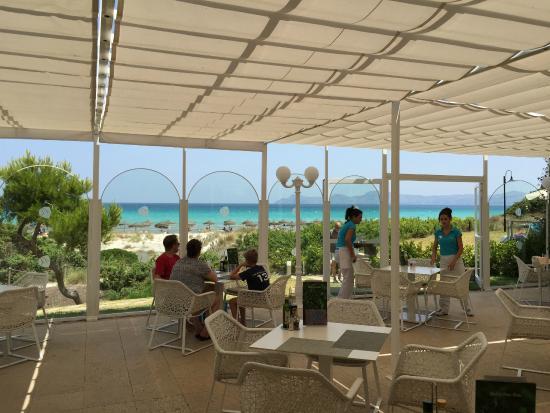 Restaurant caf avec vue sur la mer grupotel for Restaurant avec parc