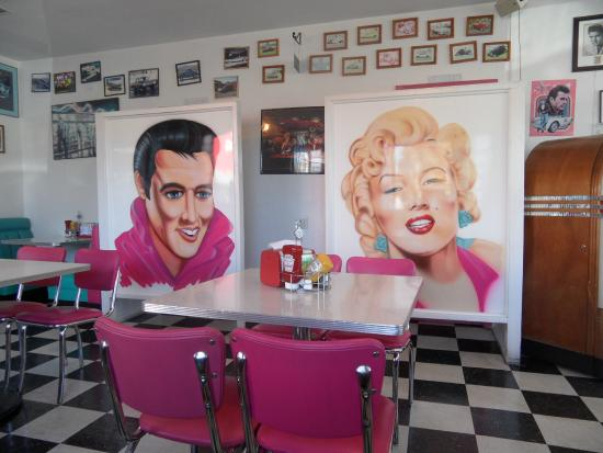 Int rieur picture of mr d 39 z route 66 diner kingman for Interieur 66