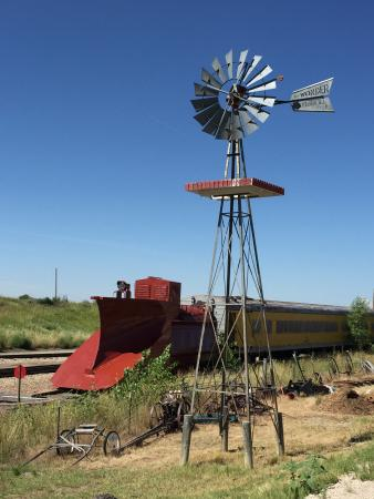 Limon, CO: Snow plow & windmill