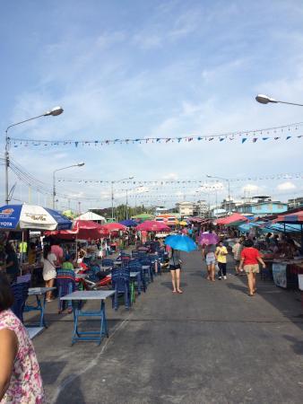 Tha Ruea Phli Fish Market