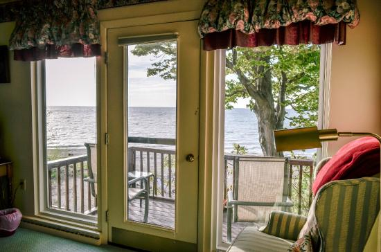 Light on the Lake Bed and Breakfast: Private balcony