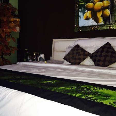 Dedy Beach INN: King size bed
